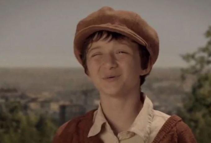 """ФОТО: Сите се сеќаваат на детето од """"Монтевидео""""- малото момче денес порасна и изгледа вака, а еве и со што се занимава"""