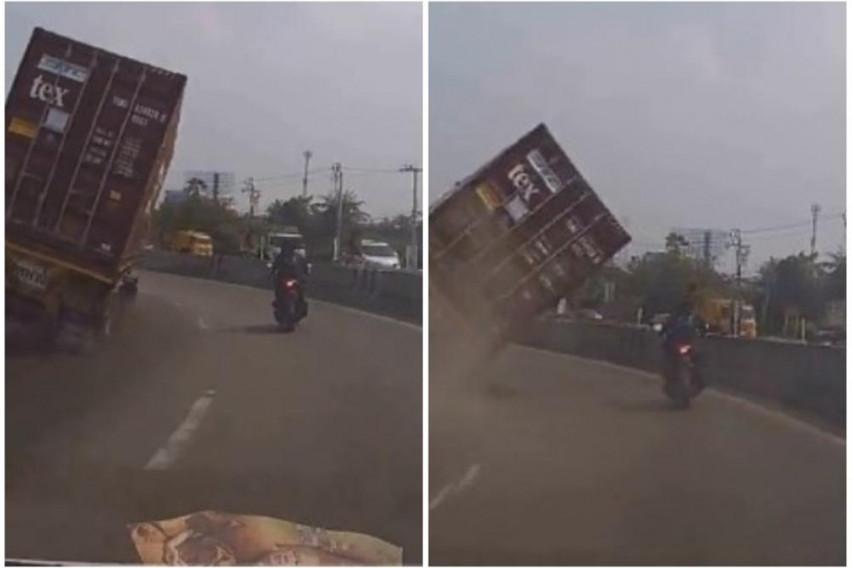Секунди го делеле од страшна смрт: Мотоциклист сакал да претекнува, а возачот на камион не го забележал (ВИДЕО)