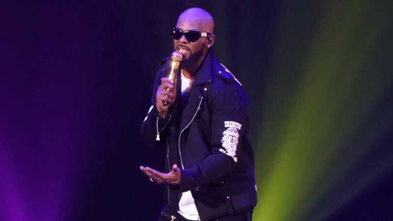 Ѕвездата наплати по 100 долари од свои обожаватели за настап од 28 СЕКУНДИ