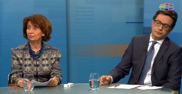 Пендаровски видно нервозен во дебатата, губи контрола