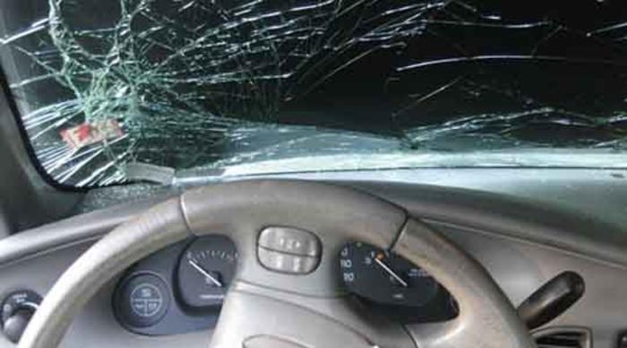 Тетовец со автомобилот излетал од патот и удрил во бетонски столб