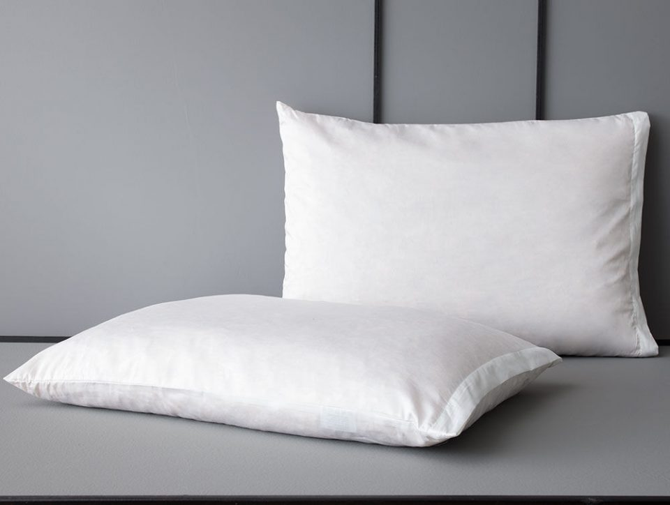 """Дали после спиење на вашата перница има мало """"вирче"""" од плуканка- причината за тоа ќе ве изненади"""