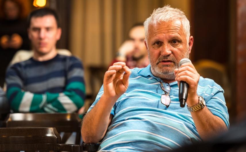 Идеологот на СДСМ Тричковски: Додека Македонија гори, јас си го прчам