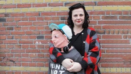 """Синот не сакал повеќе да се гушка па неговата мајка одлучила да направи """"нов син од волна"""" во природна големина"""
