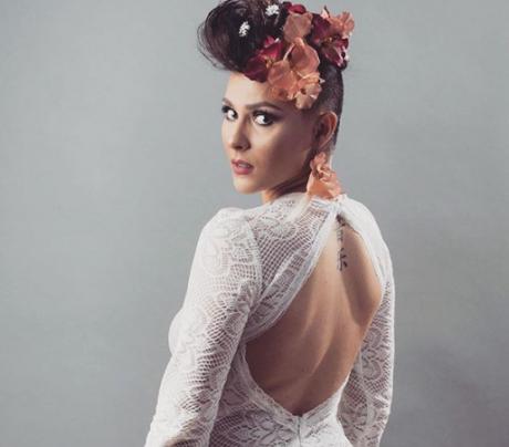 """ФОТО: Македонската пејачка како """"плус-сајз"""" модел ги покажа облините"""