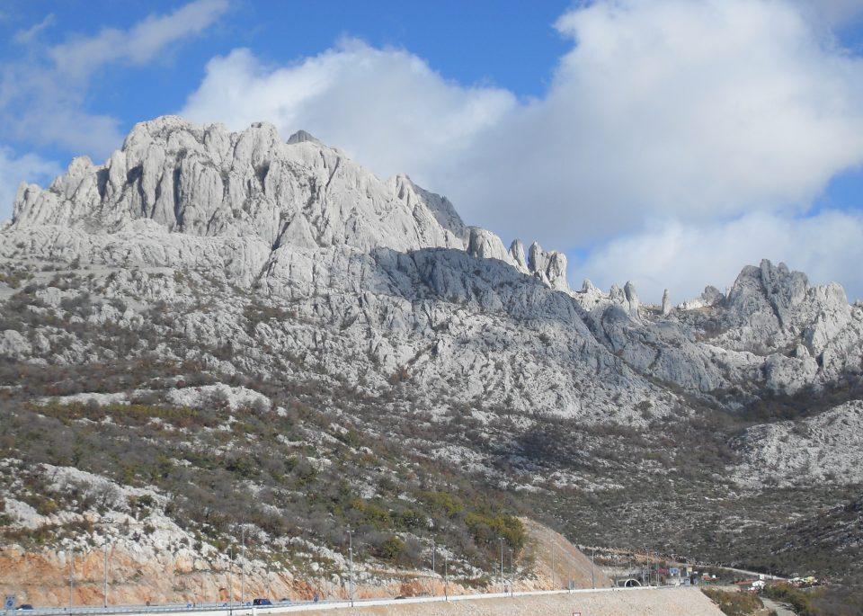 Загина млада алпинистка- врз неа паднала голема карпа