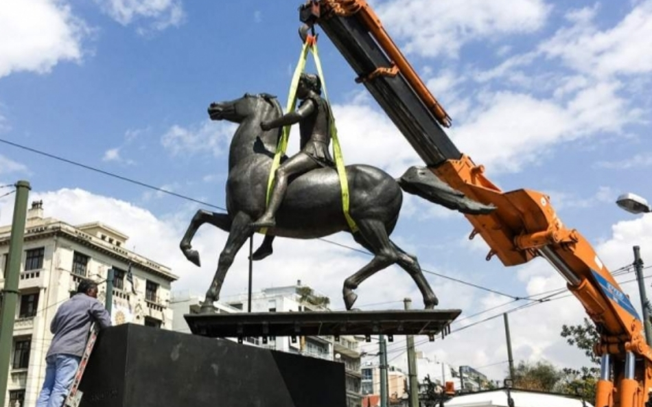 Поставен споменикот на Александар Велики во центарот на Атина