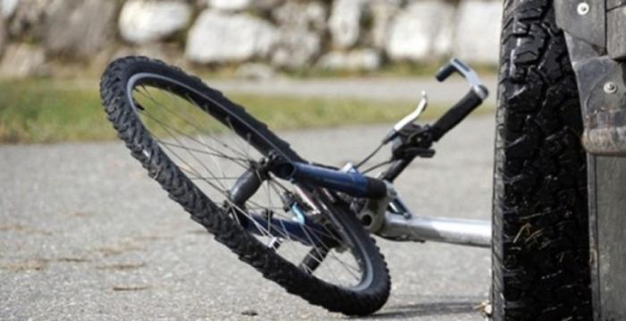 Сообраќајка меѓу двајца велосипедисти во Скопје, едниот тешко повреден