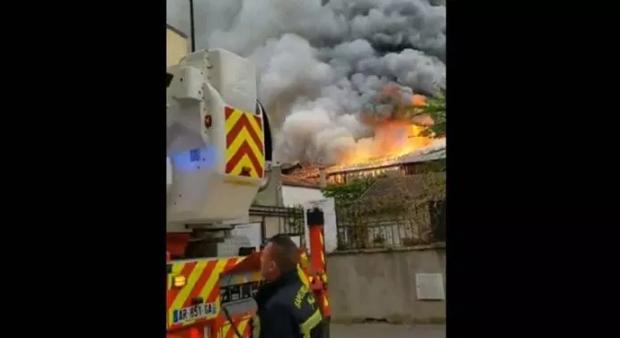 ВИДЕО: Нов пожар во Франција, под закана да изгори Версајската палата