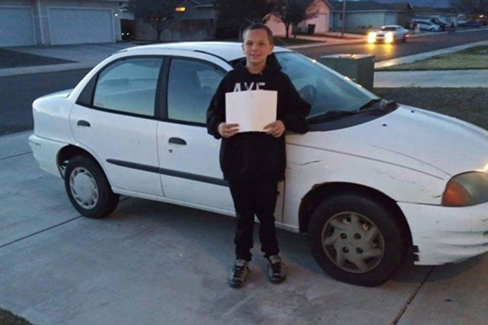 Син (13) и купил автомобил на својата самохрана мајка: Заработил пари така што им ги косел дворовите на соседите