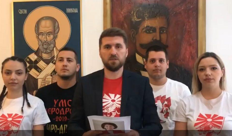 Ги искина плакатите од Силјановска Давкова, па се обиде физички да нападне членови на УМС на ВМРО-ДПМНЕ – од таму реагираат (ВИДЕО)