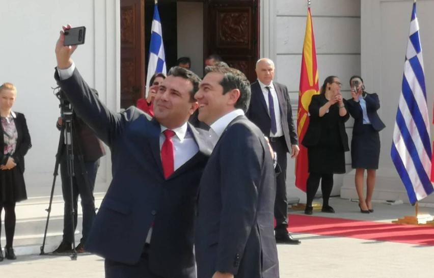 """""""Заев откако се срамеше да каже дека постои македонско малцинство во Грција сега се срами и плаши во Македонија да застане мирно пред химната"""""""