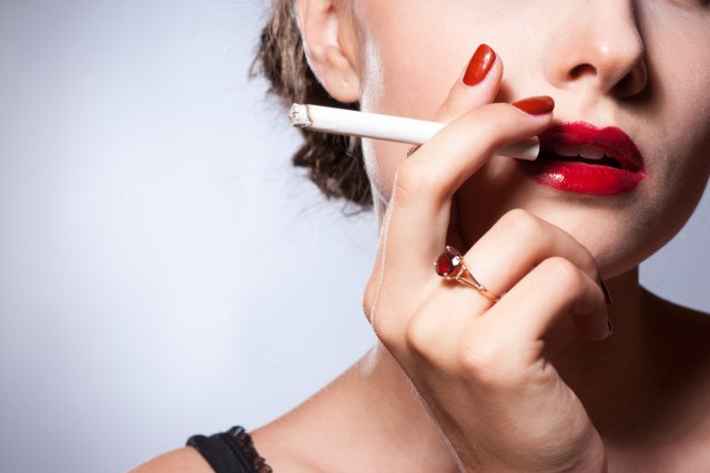 Еве која храна може да ви ја намали желбата за цигари