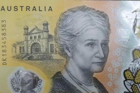 Направиле најсовршени банкноти- некој внимателно го прочитал ситниот текст на нив и увидел грешка (ВИДЕО)