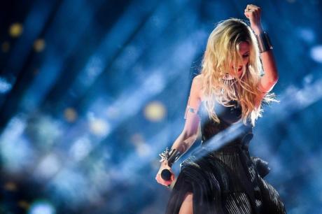 """Ја навредуваа српската претставничка на Евровизија- фановите ја нарекоа """"досадна"""""""