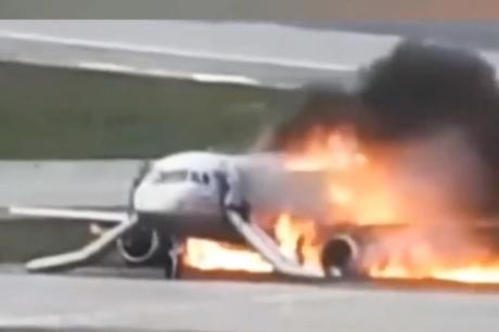 ВИДЕО: Исплива нова морничава сника од падот на авионот во Москва- леталото отскокнува како топка на пистата