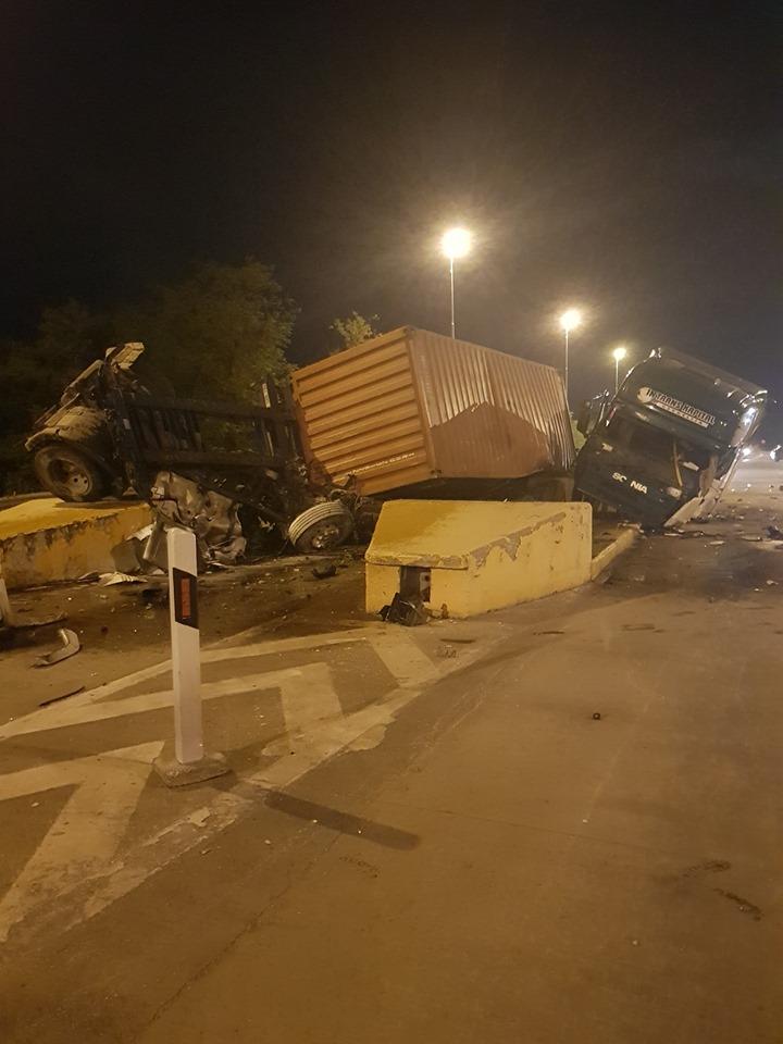 """Детали за синоќесната несреќа на наплатната станица """"Градско"""": """"Сканија"""" удрила во бетонски ѕид па се превртела на коловозот"""