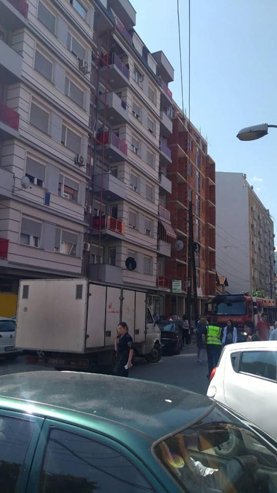 ФОТО: Гори стан во центарот на Скопје, ситуацијата алармантна