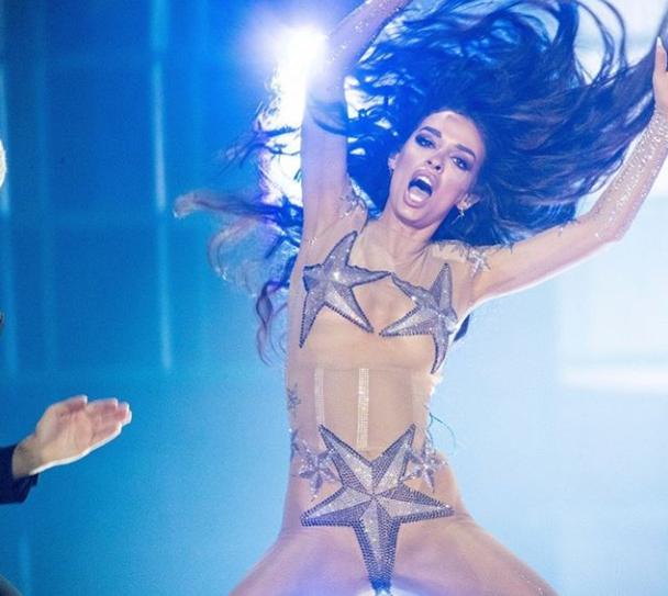ФОТО: Минатата година кипарската претставничка ја запали евровизиската сцена, а годинава се појави без градник и гаќички на себе