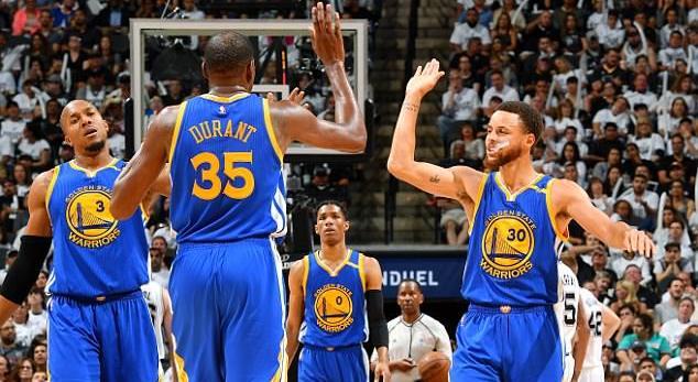 Голден Стејт на победа од НБА финалето