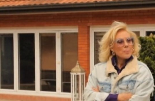 Луксуз за сите пари: Лепа Брена ја покажа куќата (ФОТО)