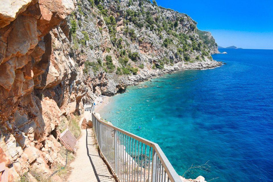 Нема гласна музика и барови, само мир и природа: Ова е најубавата плажа во Европа (ВИДЕО)