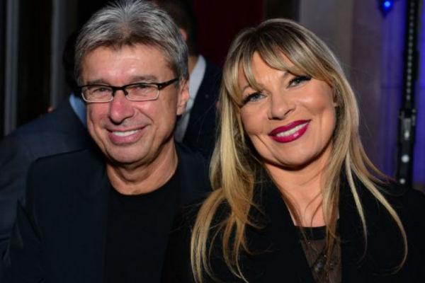 Саша е две децении во брак со Сузана, но тајно бил заљубен во оваа пејачка со години