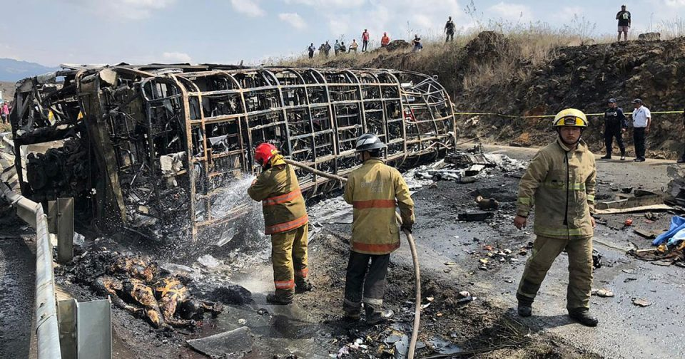 Во сообраќајна несреќа во Мексико загинаа над 20 лица