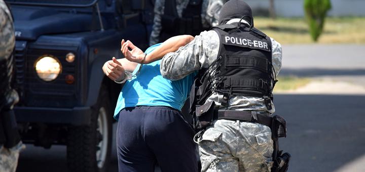 """Уапсен арачиновец во чиј дом е пронајдена рачна бомба """"Ф1"""" со каписла"""