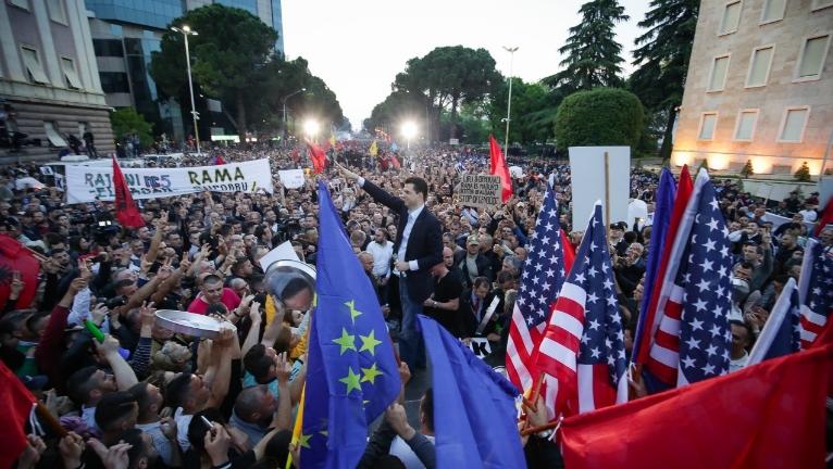 """Албанците со порака до Рама: """"Оди си""""!"""