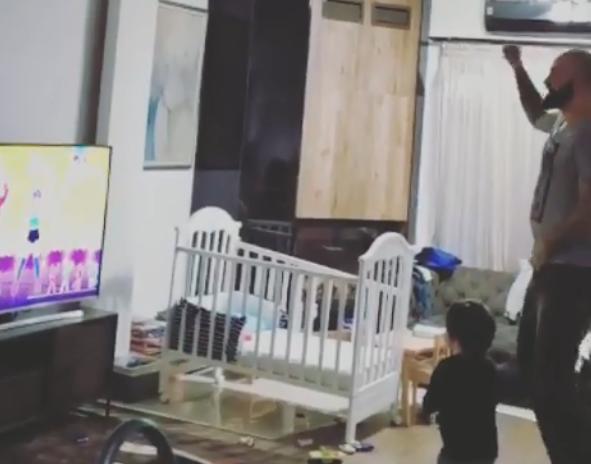 ВИДЕО: Перо Антиќ заигра Гангам стајл со синчето