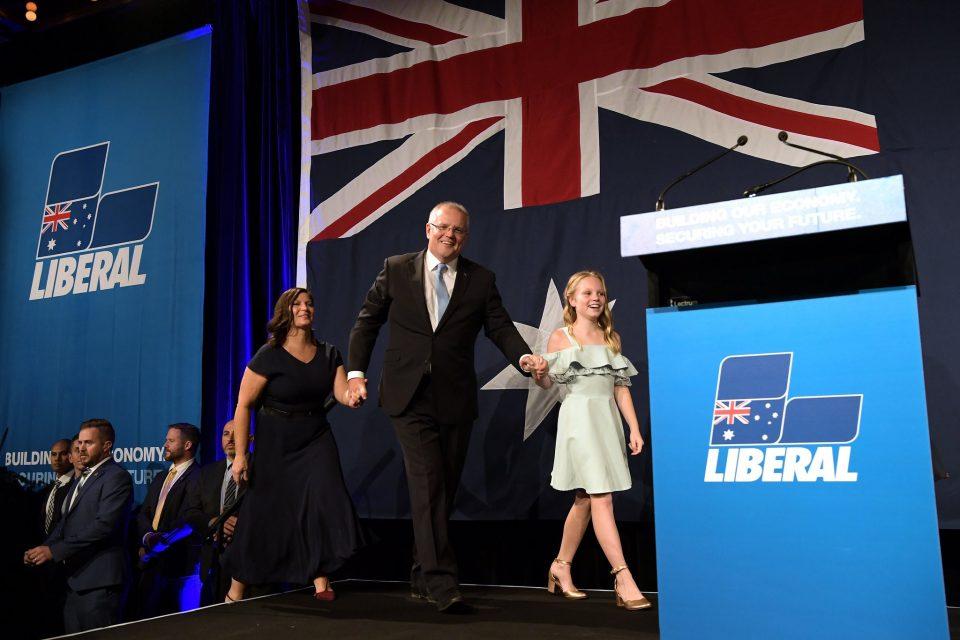 Првичните резултати од изборите во Австралија покажуваат дека конзервативците остануваат на власт