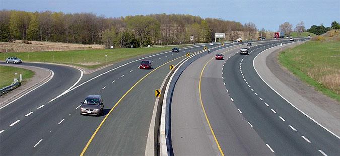 Зголемен интензитетот на сообраќај на патиштата надвор од градските средини