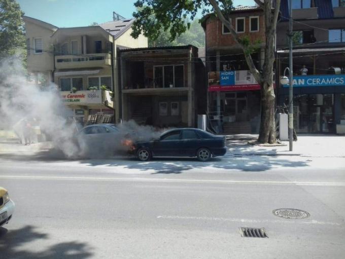 Автомобил се запали во Чаир
