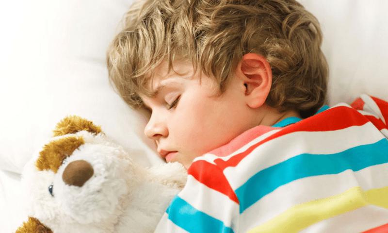 Не ги успивајте преку ден децата поголеми од 2 години, експертите ги објаснуваат причините