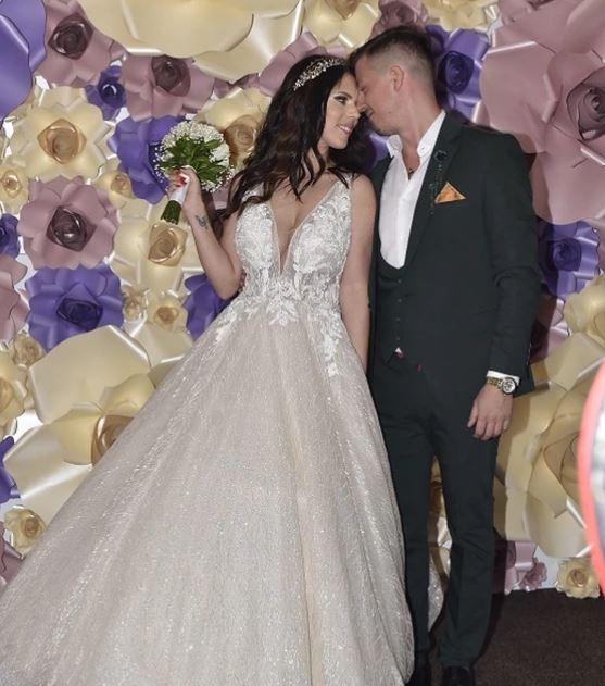 Пејачот направи луксузна свадба на која ја собра целата естрада- кога ќе видите кој пејач се појави во тренерки ќе останете во неверување