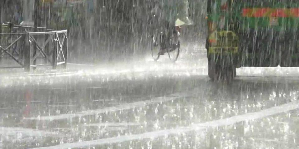 """""""АНДРЕА"""" ПРИСТИГНA И ВО СКОПЈЕ: Пороен дожд и силен ветер во повеќе делови од земјата (ФОТО)"""