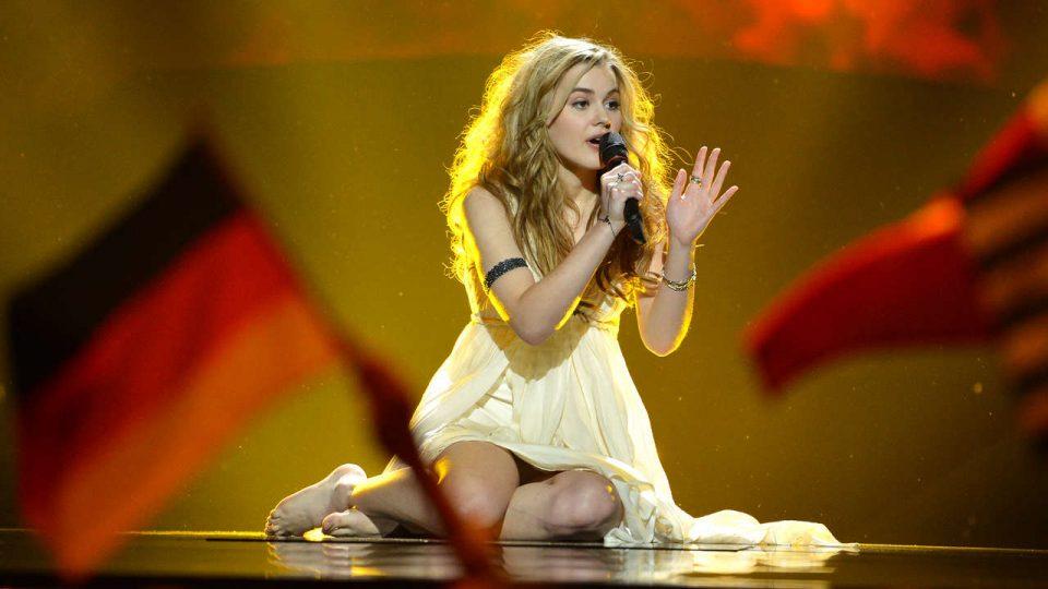 Победи на Евровизија во 2013 година, па сними порно видео- храбрата пејачка пред настапот во Израел оваа година се соблече на плажа (ФОТО)
