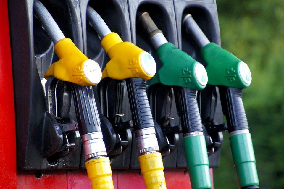 Бензиските почнаа да ги објавуваат новите цени на бензините