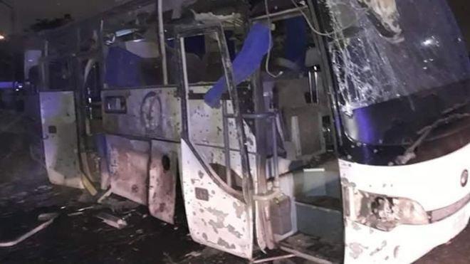 Најмалку 17 ранети при напад врз автобус со туристи кај пирамидите во Гиза