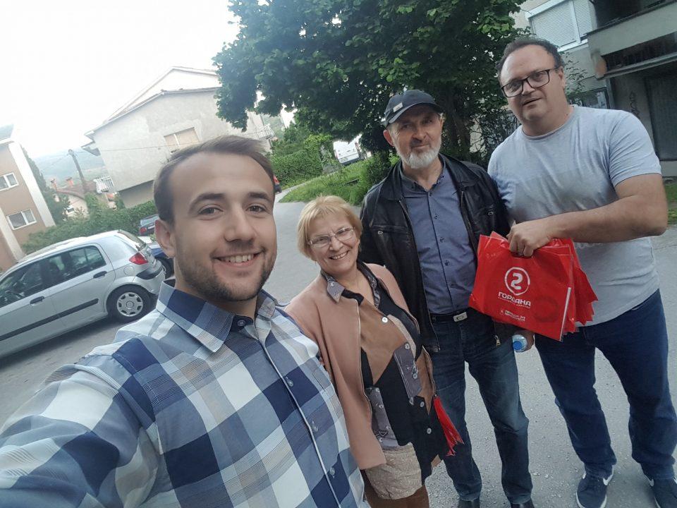 Членовите на ВМРО-ДПМНЕ ОК Ѓорче Петров на средба со жителите од општината (ФОТО)