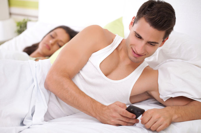 6 промени кои можат да бидат знак дека партнерот ве изневерува