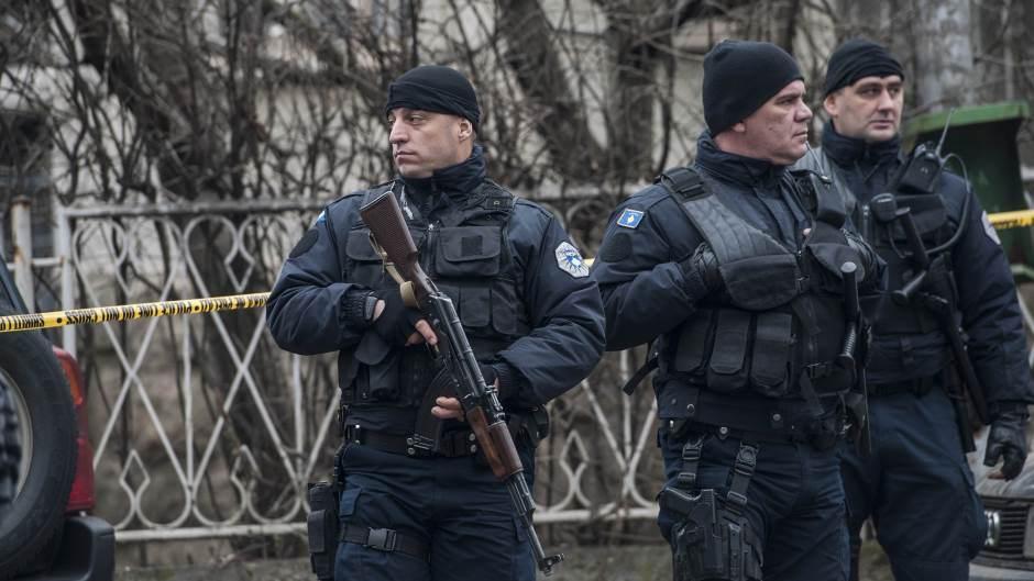 Напнатост на Косово: Уапсен шефот на полицијата, косовските Срби го блокираат патот