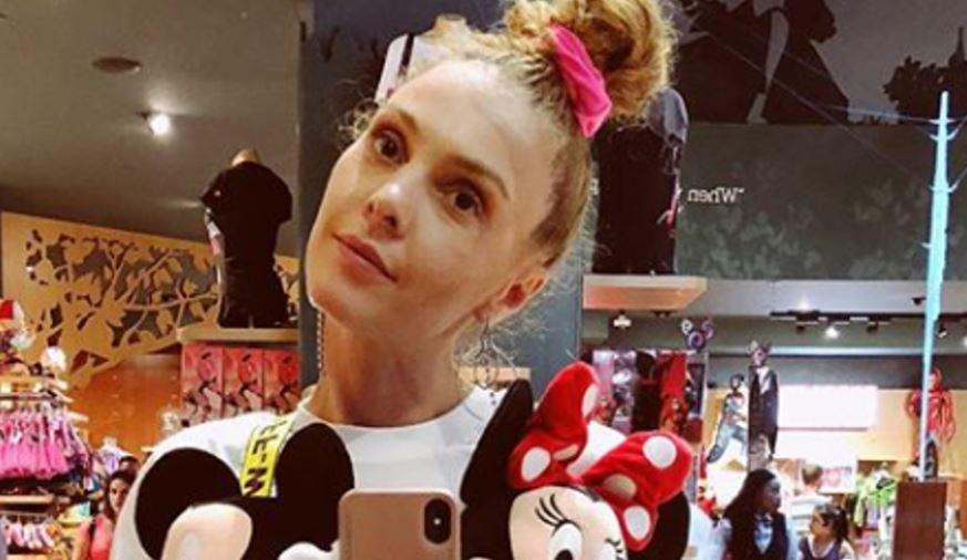 Евровизиската претставничка на Кипар родила дете на 14 години