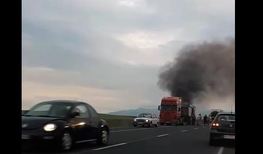 Чад го зацрни небото: Камион гори на пат кај Велес (ВИДЕО)