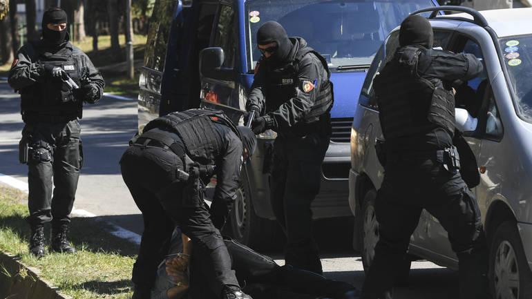 Војската на Србија во борбена готовност: Косовските специјалци упаднаа со оружје и апсат Срби (ВИДЕО)