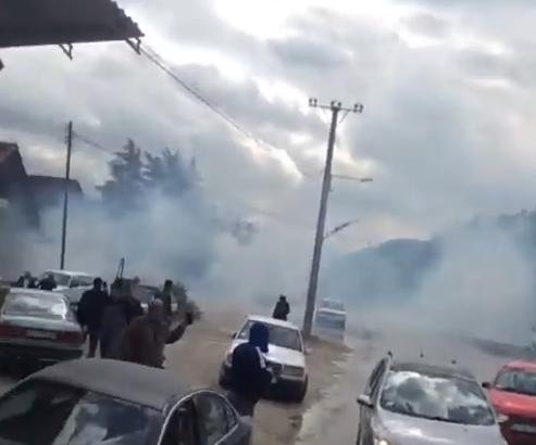 ВИДЕО: Косовските специјалци влегоа, но сега се борат за да излезат од северот на Косово
