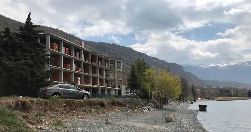 УНЕСКО предложи Охрид да се стави на листата на загрозено светско наследство и бара уривање на дивоградбите