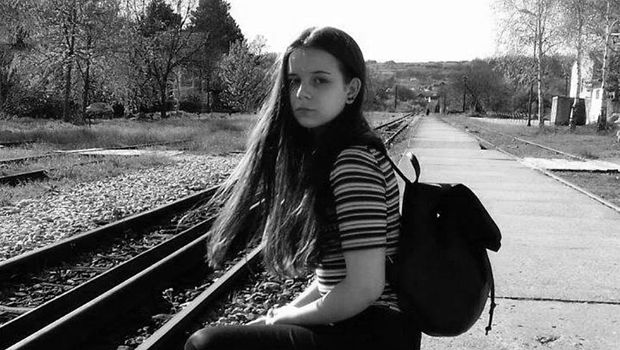 По пет месеци борба од страшната автобуска несреќа 16-годишната Лена ја загуби битката