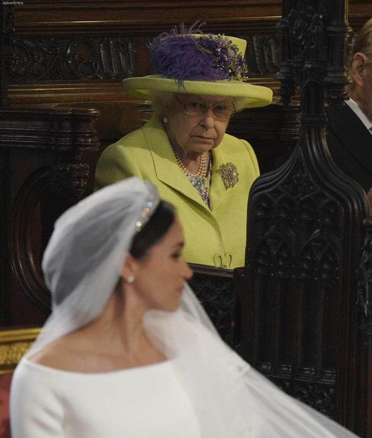 За ова се крена цела Британија на нозе: Еве што му подари кралицата Елизабета на правнукот Арчи (ФОТО)